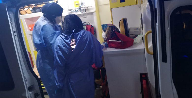 Kocaeli'de mobilya atölyesinde çıkan yangında mahsur kalan kadın kurtarıldı