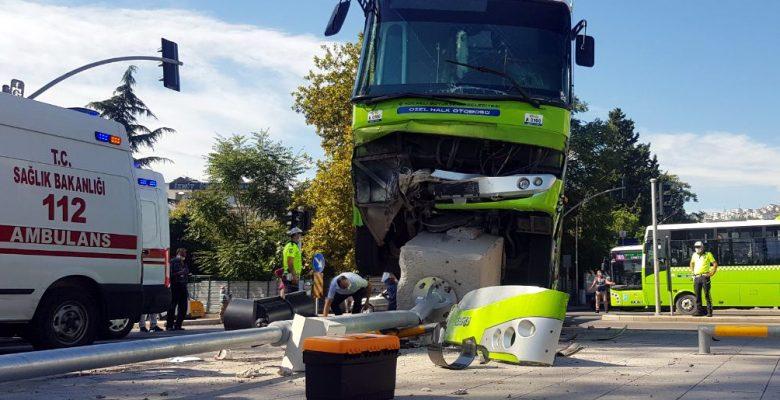 Özel halk midibüsü ile hafif ticari araç çarpıştı: 7 yaralı