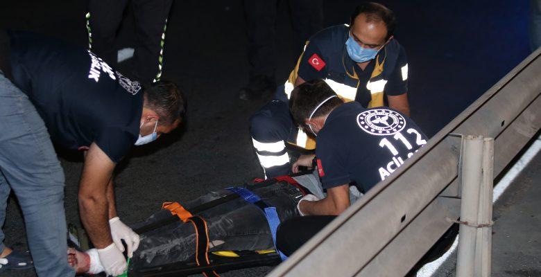 Bariyerlere çarpan motosikletin sürücüsü ölümden döndü