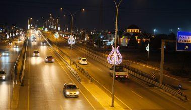 Lale motifli aydınlatmalarla şehre estetik görünüm