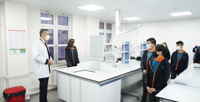 Milli Eğitim Bakanı Ziya Selçuk, öğretmenlerle bir araya geldi