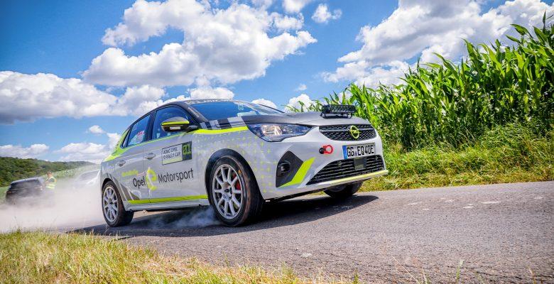 """Opel Corsa-e Ralli """"Önce Güvenlik"""" sloganı ile yola çıkıyor"""