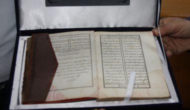 """Osmanlı döneminde basılan """"Mihnet-i Keşan"""" kitabı müzeye bağışlandı"""