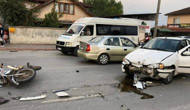 Otomobille motosiklet çarpıştı…