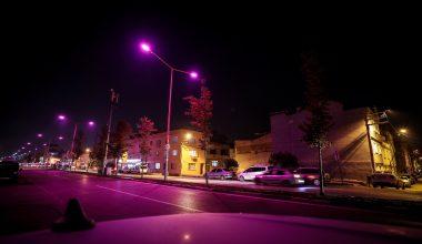 Meme kanseri farkındalığı için sokak ışıkları pembeye büründü