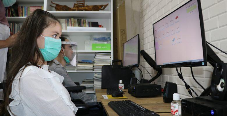 Engelliler için gözle bilgisayar kullanma kursu açıldı