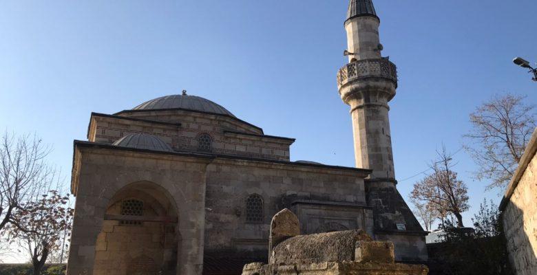 Edirne'de tarihi camiye zarar vermeye çalışan zanlı aranıyor