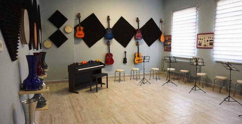 """Meriç'te """"geleceğin müzisyenleri"""" esnafın desteğiyle kurulan atölyede yetişecek"""