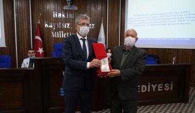 Elif bebeği kurtaran ekipte görevli Metin Atik'e plaket ve cumhuriyet altını verildi
