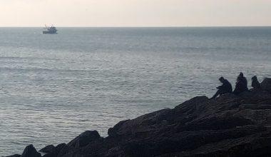Saros Körfezi'nde balıkçı teknesinin batması sonucu kaybolan 2 kişiyi arama çalışması sürüyor