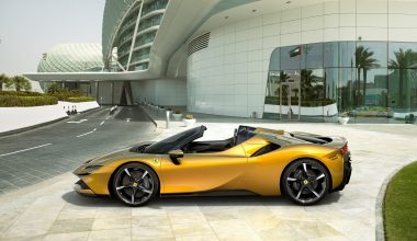 Ferrari, Plug-in Hibrit Elektrikli Aracı SF90 Spider'ı tanıttı