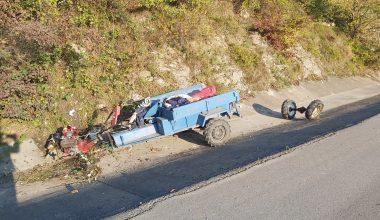 Karasu'da tarım aracı su kanalına devrildi: 1 yaralı