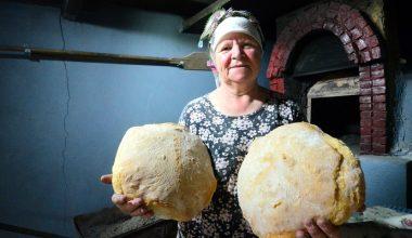 Köy ekmeği Ayten teyzenin elinde lezzet buluyor