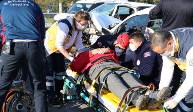 Kontrolden çıkan otomobil karşı şeritteki araçla çarpıştı…