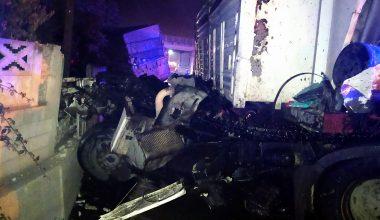 Tırla kamyon çarpıştı: 2 yaralı