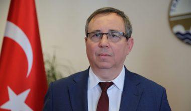 """Rektör Tabakoğlu: """"Kovid-19 hastalığına yakalanan hastaların % 5'inde zatürre gelişiyor"""""""