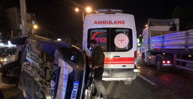 Yürekleri ağıza getiren kaza! Ambulans otomobil ile çarpıştı…