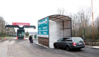 Sınır Kapısı'ndan giriş yapan araçlara zorunlu dezenfekte