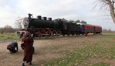 Öğretmenler tarihi tren garının güzelliklerini fotoğrafladı