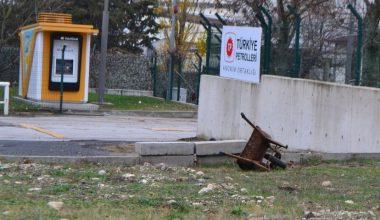 El arabasıyla akar yakıt istasyonunda çelik kasayı çalan 2 şüpheliden biri tutuklandı