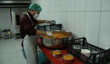 Kovid-19 sürecinde vatandaşlara sıcak yemek hizmeti