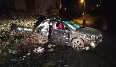 Elektrik direğine çarpan otomobilin sürücüsü hayatını kaybetti!
