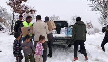 Yolu kardan kapanan ormanlık alanda çadırda mahsur kalan aileye ulaşıldı