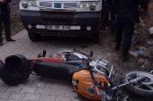 Kamyonet ile motosiklet çarpıştı…