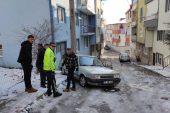 Hırsızlık şüphelileri çalıntı otomobille polisten kaçarken kaza yaptı