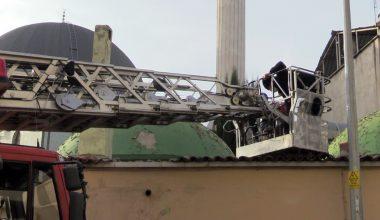 Hırsızlık şüphelisi cami avlusunun çatısında yakalandı