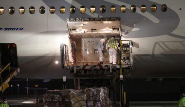 Kovid-19 aşılarının ikinci partisini taşıyan uçak Türkiye'ye geldi
