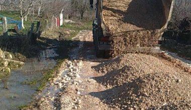 Edirne'de yağıştan zarar gören yollar onarılıyor