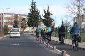 """Edirne'de akademisyenler ve sporcular """"engelsiz üniversite"""" sloganıyla pedal çevirdi"""