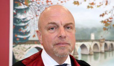 Edirne'de muayene geliriyle öğrenci okutan Prof. Dr. Hakan Tuna hayatını kaybetti