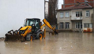 Edirne'de su baskınları! Apartman girişleri suyla doldu…