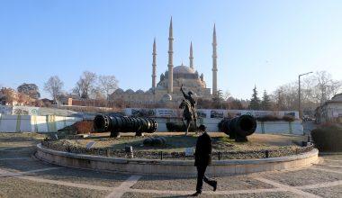 """Edirne'nin meşhur """"kuru soğuğu"""" kenti buz kestirdi"""
