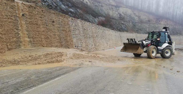 Aşırı yağış nedeniyle toprak kayması!