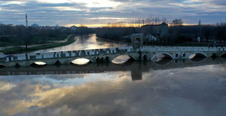 """""""Kırmızı alarm"""" seviyesini koruyan Tunca Nehri'nin debisi düşmeye başladı"""