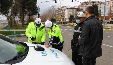 """""""Çocuk ağlıyordu gezdirmeye çıkardık"""" savunmasıyla, Polisi kandıramadılar!"""