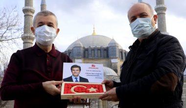 Ünlü Türk cerrahı Öz için devai-miskten Türk bayrağı