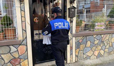 Polis, ev ev gezerek vatandaşları hırsız ve dolandırıcılara karşı uyarıyor