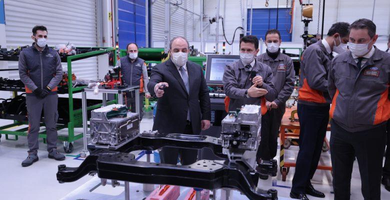 Sanayi ve Teknoloji Bakanı Varank, Ford Otosan'ın Kocaeli'deki fabrikalarını ziyaret etti:
