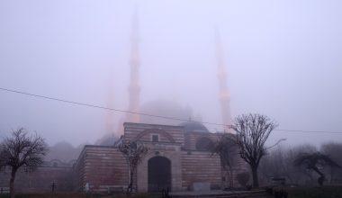 Sis altında kalan Selimiye, gözden kayboldu