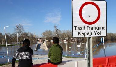 Nehrin taşmasıyla Er Meydanı sular altında kaldı