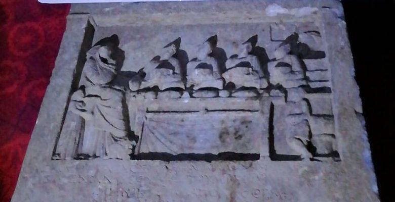 2 bin yıllık Roma mezar taşı ele geçirildi