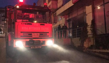 Bursa'da bir marketin deposunda çıkan yangın söndürüldü
