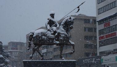Bursa kent merkezinde kar kalınlığı 15 santimetreye yaklaştı