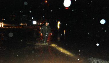 Çanakkale'de sağanak nedeniyle bazı ev ve iş yerlerini su bastı
