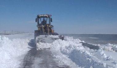 Edirne'de köy yollarında kar küreme çalışmaları sürüyor
