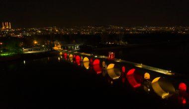 Edirne'nin gerdanlıkları Meriç ve Tunca köprüleri rengarenk ışıklandırıldı